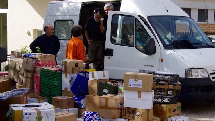 Ici Bientôt participe à une collecte pour un convoi solidaire à destination de la Grèce.